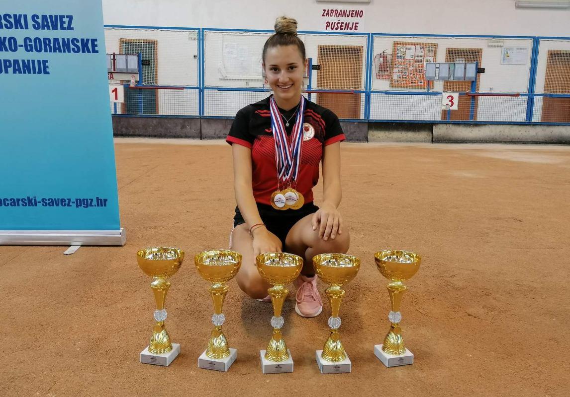 Dora Fućak peterostruka juniorska prvakinja države